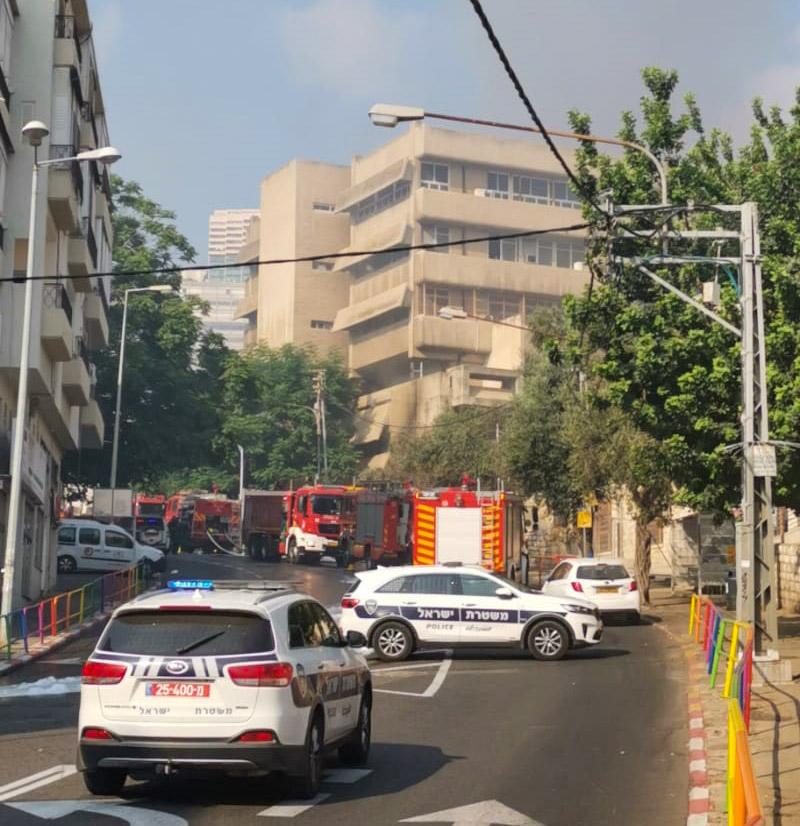 שרפה במדעטק - רחוב בלפור חסום (צילום: עמנואל אירמן)