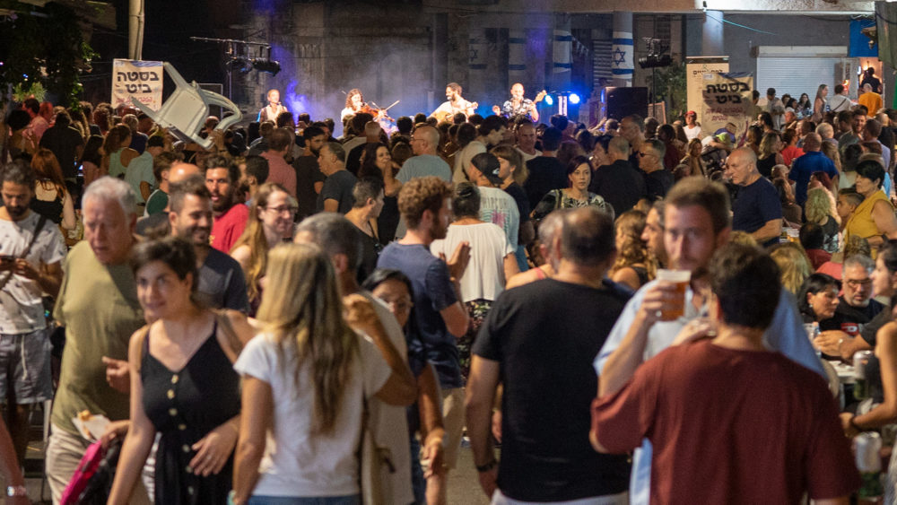 קוביות אבטיח - בסטה ביט בימי שלישי בחיפה • הטברנה בשוק תלפיות (צילום: ירון כרמי)