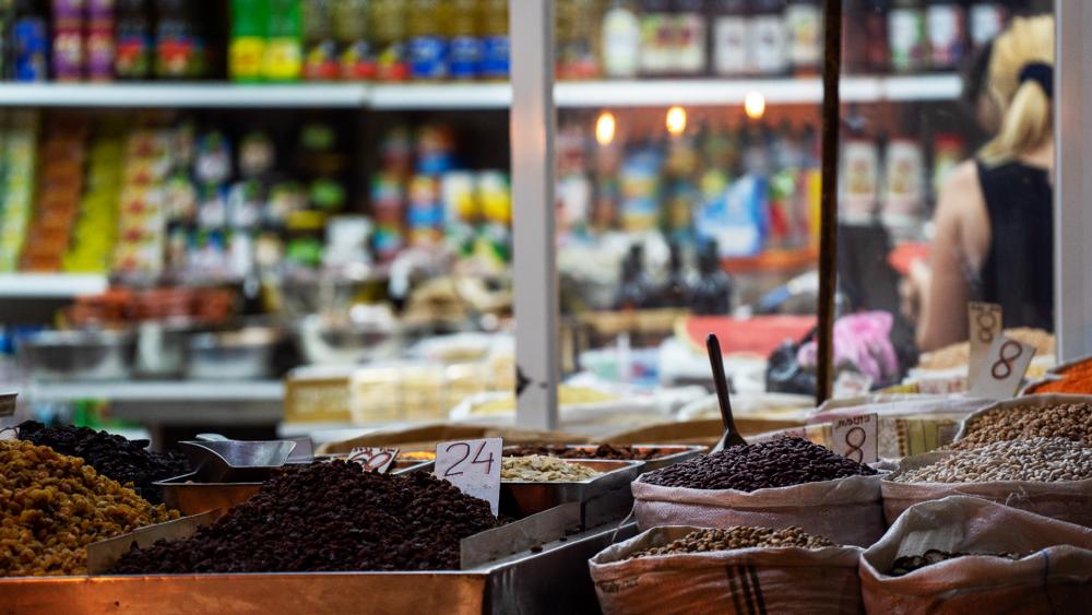 דוכן תבלינים - בסטה ביט בימי שלישי בחיפה • הטברנה בשוק תלפיות (צילום: ירון כרמי)