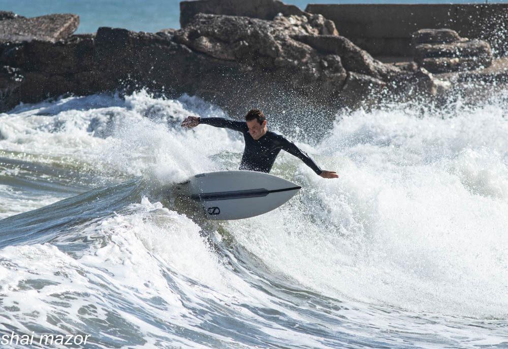 גלישת גלים בחיפה: טובי הגולשים ביום שיא בחוף הקזינו - שבת, 13/7/2019 (צילום: שי מזור)