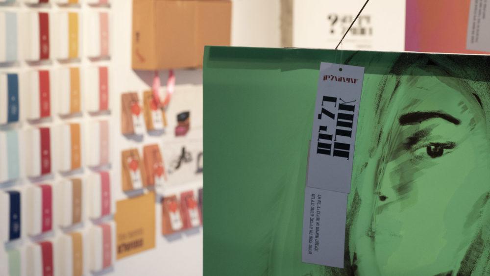 מיצג בתערוכת הבוגרים - שופוהוליק - התמכרות לקניות. מציגה: אורלי תורן - סיום שנת 2019 במכללת תילתן, הענקת תעודות גמר ותערוכת הבוגרים (צילום: ירון כרמי)