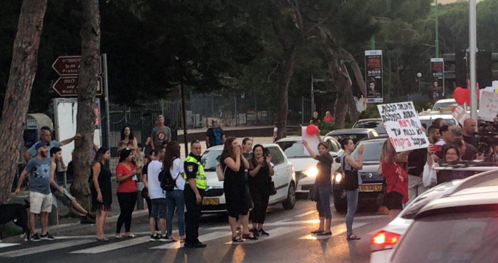 מחאת ההורים בחיפה נגד התעללות בילדים (צילום: מיכל ירון)