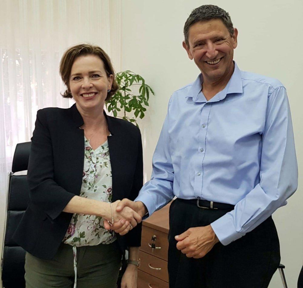 ד״ר עינת קליש רותם את מנכ״ל משרד הבטחון, אלוף (במיל)' אודי אדם (צילום עיריית חיפה)