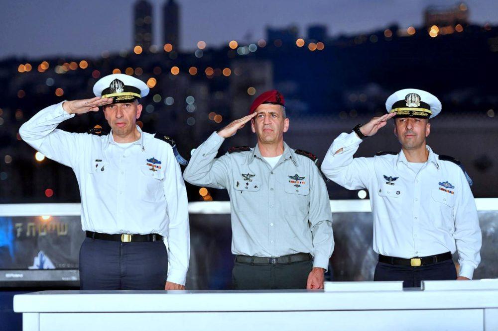 מפקד מספן ים, תת-אלוף שי אלבז, ראש המטה הכללי, רב-אלוף אביב כוכבי ומפקד זרוע הים, אלוף אלי שרביט (צילום דובר צהל)