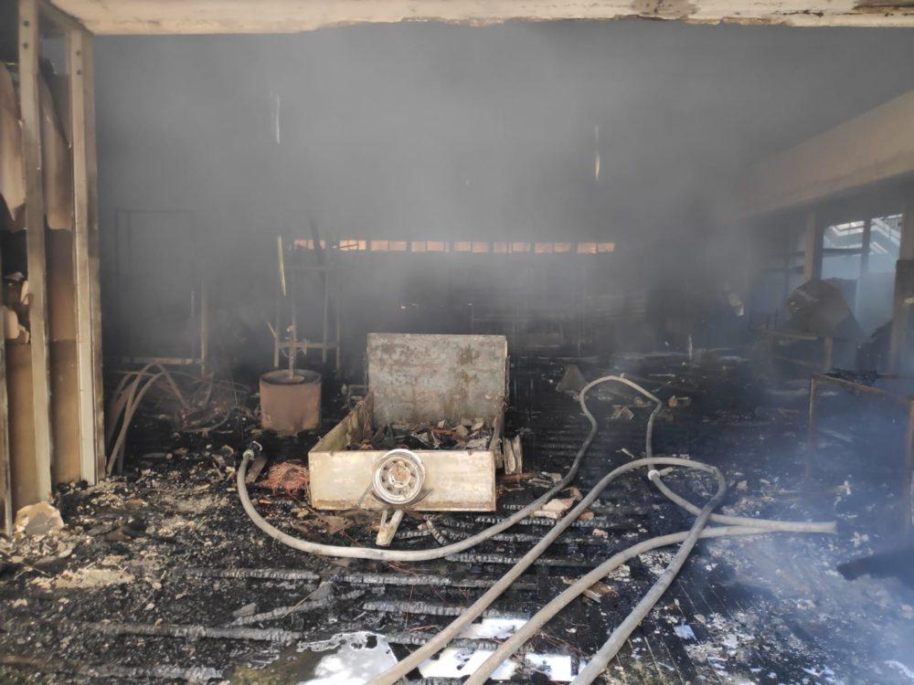 שרפה במדעטק חיפה (צילום: לוחמי האש חיפה)