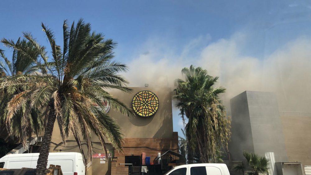 שריפה בחיפה, מסעדת  שוואטינא בבת גלים (צילום: ניר הופמן - צילומי אוויר 054-8073002)