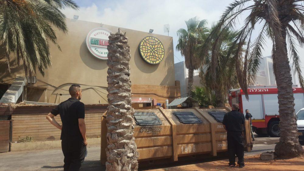 שריפה בחיפה, מסעדת שוואטינא בבת גלים (צילום: אמירן ויצמן Aquazoom)