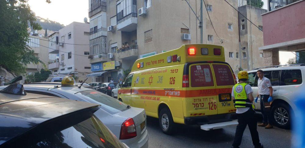 """דקירה ברחוב מסדה בחיפה (צילום: מד""""א)"""