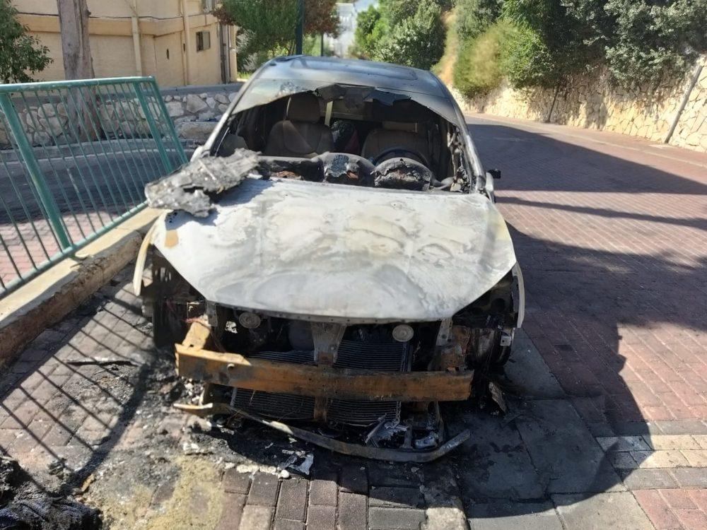 שרפת רכב בנשר (צילום:כבאות והצלה תחנה איזורית חיפה)