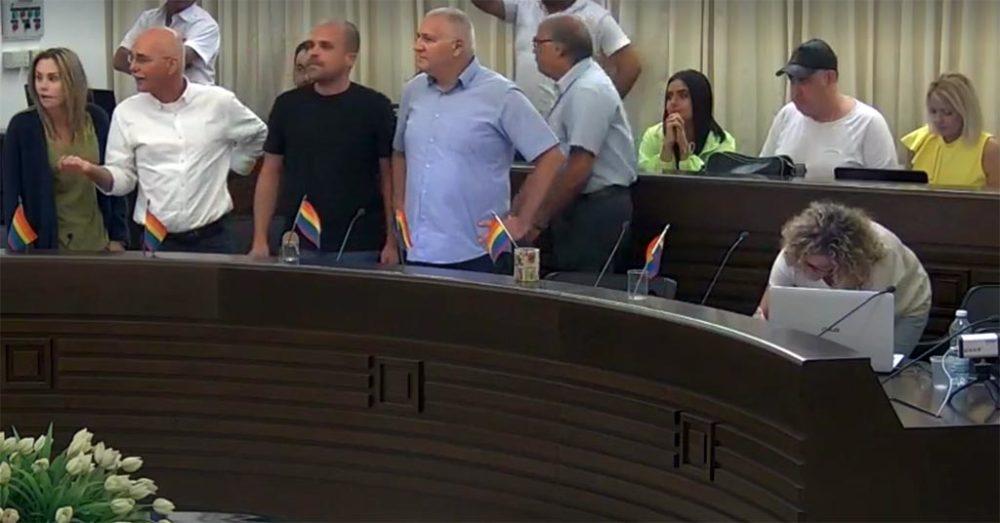 אביהו האן, יוסי שלום, נחשון צוק וסופי נקש - סערת הדגלי במהלך השידור החי של ישיבת מועצת העיר חיפה (צילום: עיריית חיפה)