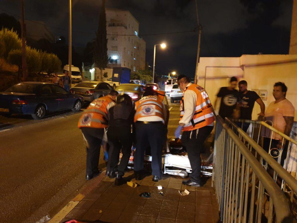 גבר בן 44 נפצע בינוני עד קשה ברחוב דוד רזיאל בחיפה (צילום: איחוד הצלה)