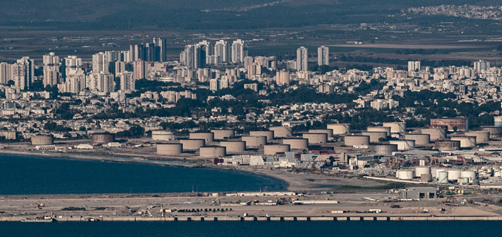 נמל המפרץ חוות מיכלי תשן קרית חיים (צילום: ירון כרמי)