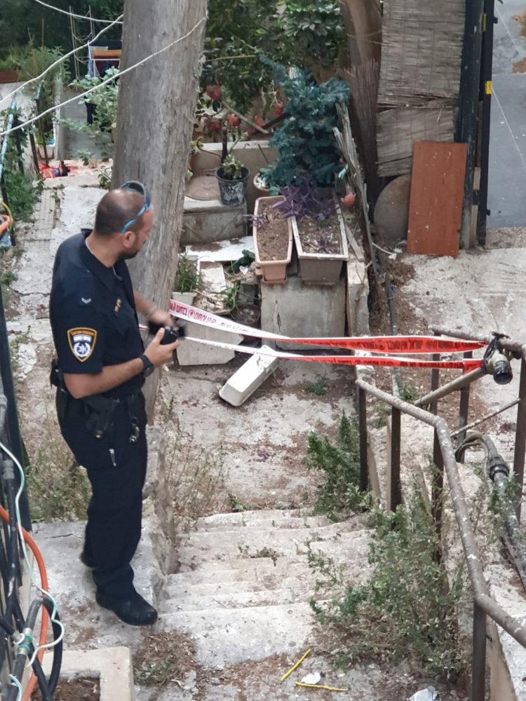 דקירה ברחוב מסדה - זירת האירוע (צילום: משטרת ישראל)