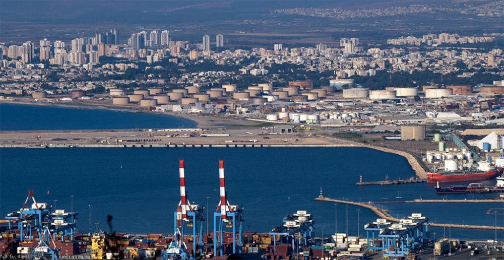 """מסוף הכימיקלים, חוות מיכלי תש""""ן, נמל המפרץ, קריית חיים (צילום: ירון כרמי)"""
