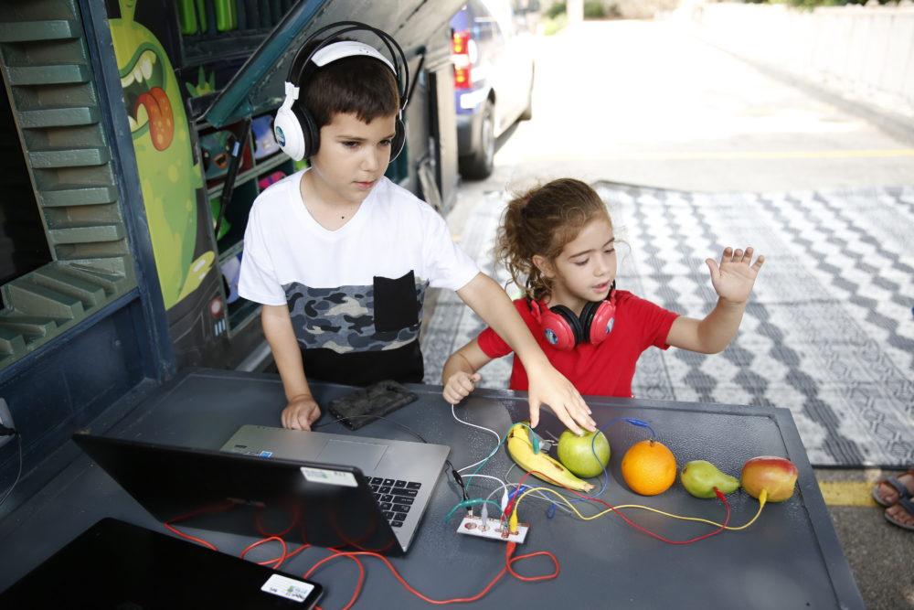הניידת הטכנולוגית שנקראה '21 Gordon's spaceship' באקדמית גורדון בחיפה (צילום: מיקי אופק)