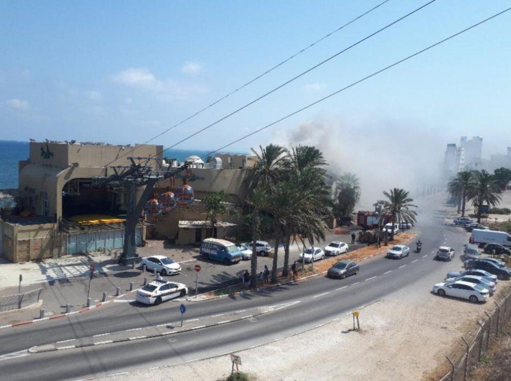 שרפה במסעדת שווטינה בטיילת בת גלים - רכבל תחתון - חיפה (צילום: לוחמי האש)