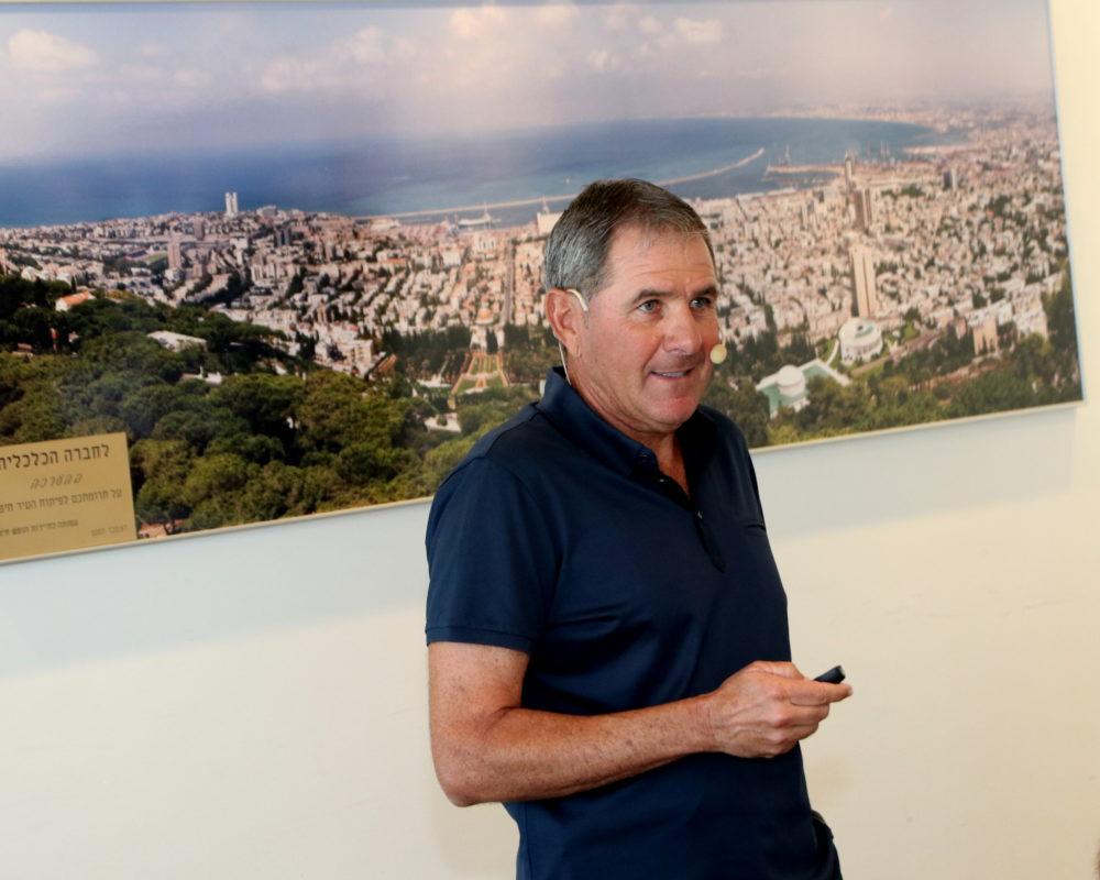 אלי גוטמן מרצה (צילום: משה מעוז)