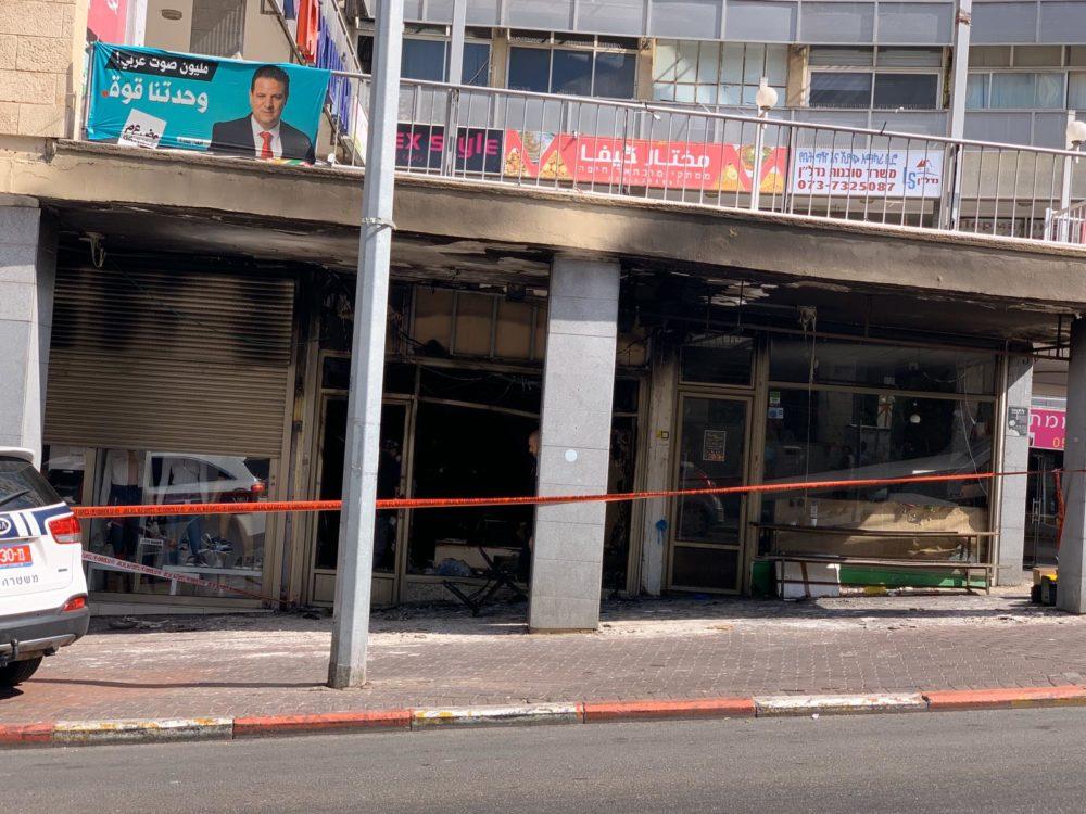 שריפה, הצתת חנות בהדר, רחוב שבתאי לוי 2 חיפה (צילום: נגה כרמי)