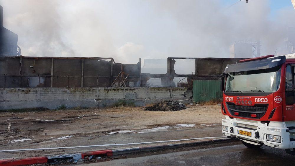 שריפה במפעל שמן צילום כבאות והצלה