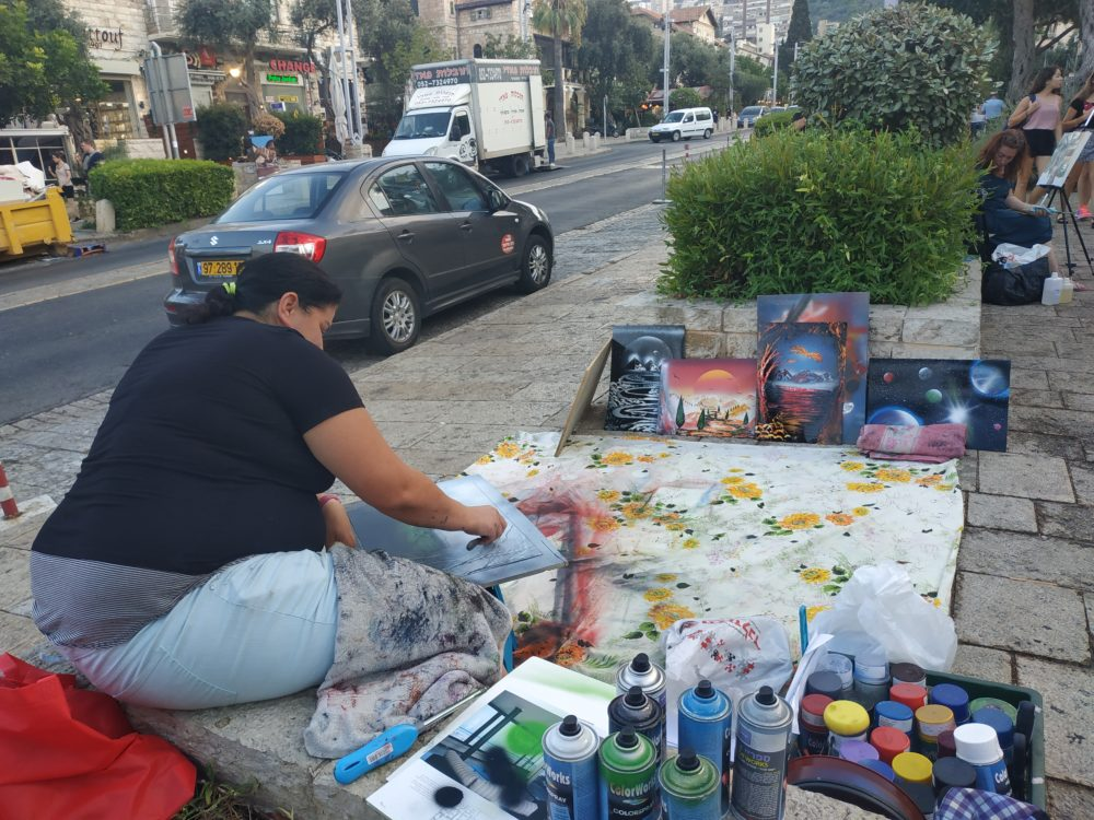 אומנות רחוב חיה במושבה הגרמנית בחיפה (צילום: ויטלינה מוחין)