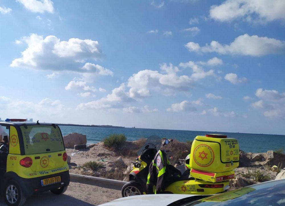"""טביעה בחוף גל מרין בקריית חיים - חיפה (צילום מד""""א)"""
