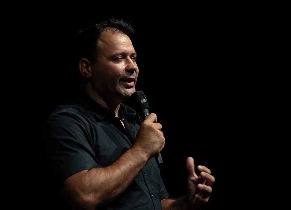 אריק זאבי בהרצאה במינהלת ההורים בחיפה (צילום: ירון כרמי)