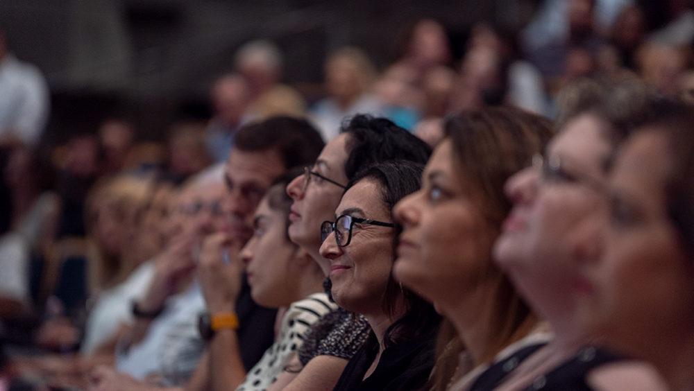 קהל במינהלת ההורים (צילום: ירון כרמי)