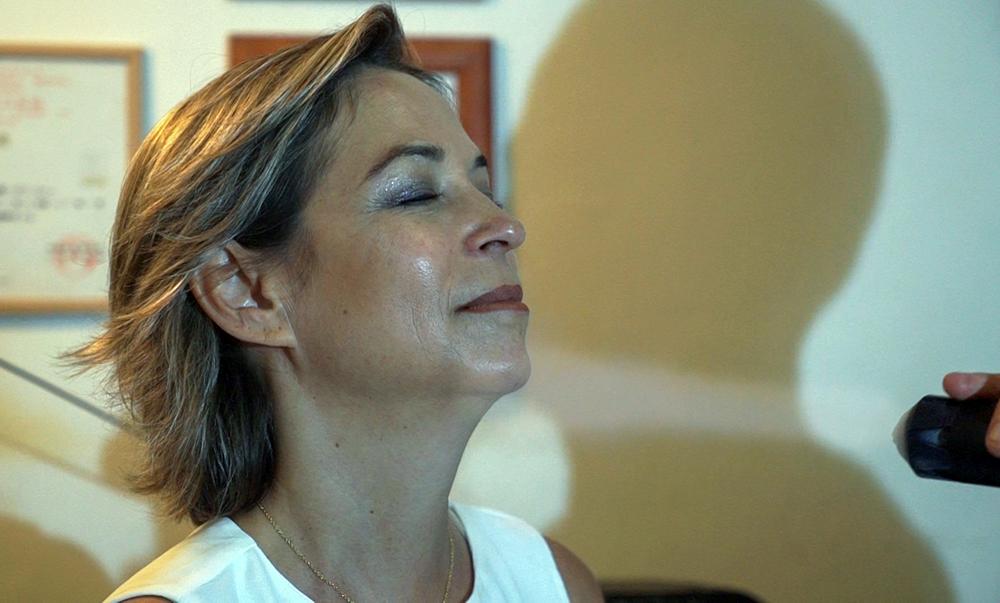 נגה כרמי - מנהלת חי פה - קריותרפיה בחיפה - סאונת קור (צילום: ירון כרמי)