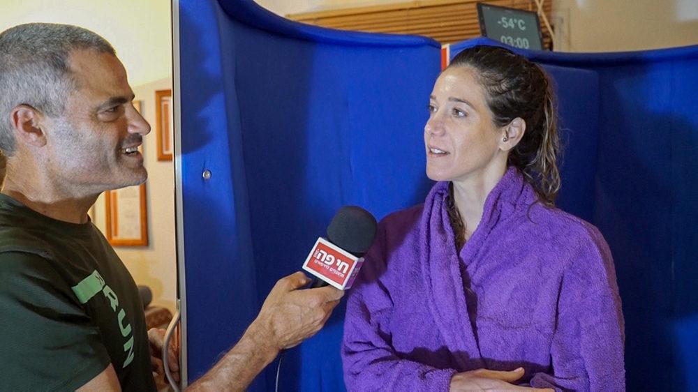 הילה שחם - יועצת השקעות - קריותרפיה בחיפה - סאונת קור (צילום: ירון כרמי)