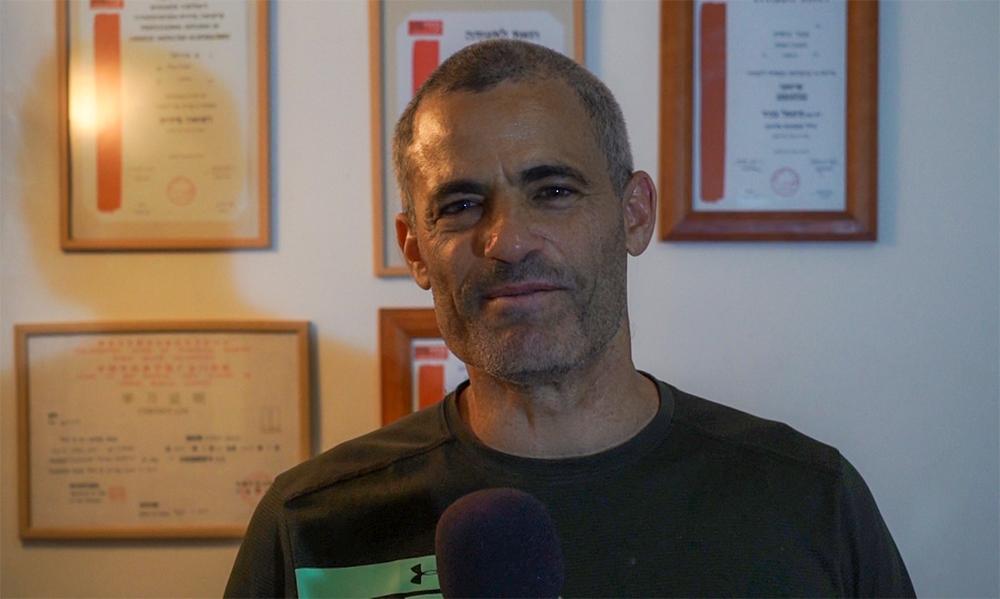 אוריאל פז - מטפל בסאונת קור וברפואה סינית - קריותרפיה בחיפה - סאונת קור (צילום: ירון כרמי)