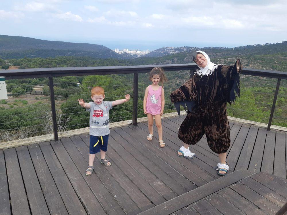 """קבלת פנים וסלפי עם """"נשר"""" ביום הנשר בחיפה (צילום: מאיה קדוש-חכמון)"""