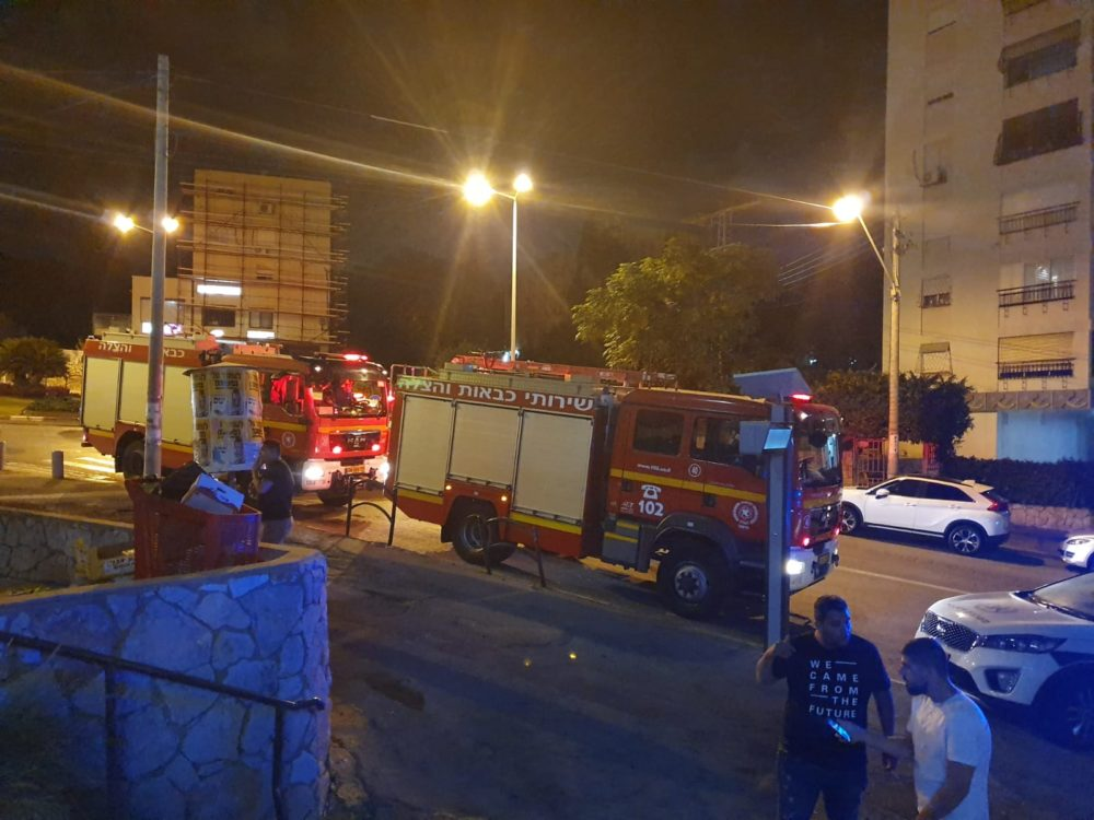 מאפיה נשרפה בדרך צרפת בחיפה (צילום: לוחמי האש)