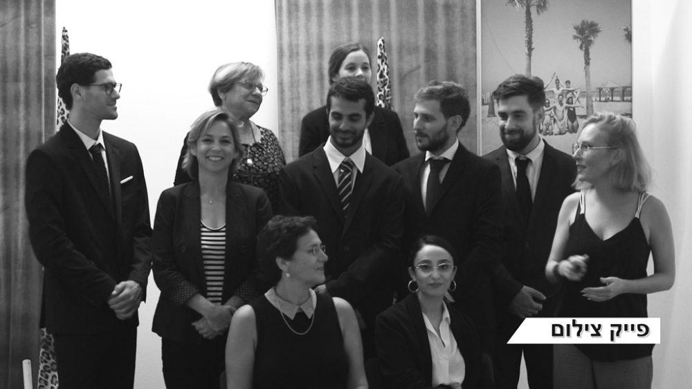 תמונה מזויפת בהשתתפות הקהל וצוות שחקנים (צילום: ירון כרמי)
