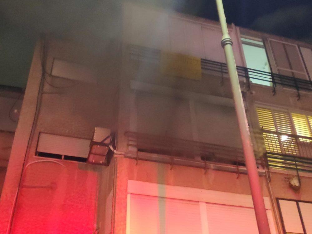 דירה אפופת עשן בקריית ביאליק (צילום: לוחמי האש)