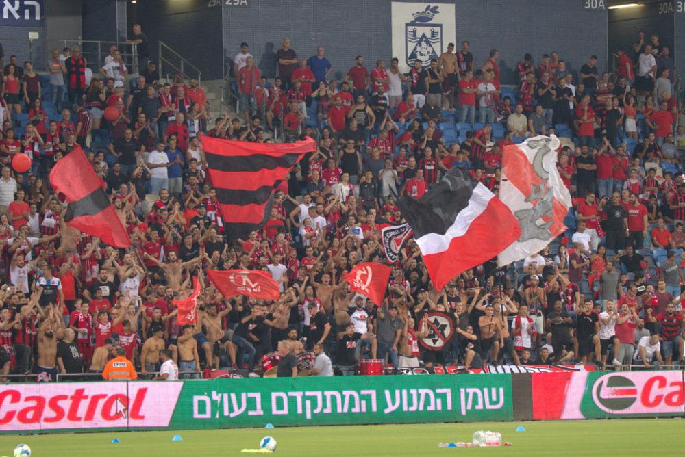 יציע אוהדי הפועל חיפה בכדורגל (צילום: שי מזור)