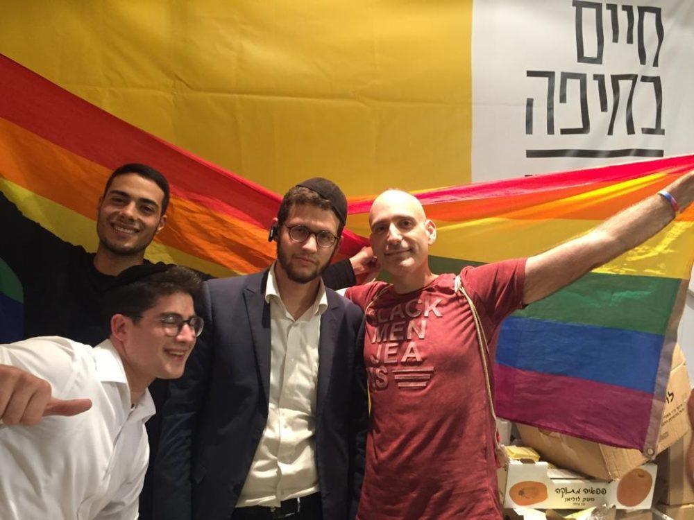 """חרדים ולהטבי""""ם מתאחדים תחת דגל הגאווה ובתמיכה בעינת - ליל הבחירות לראשות העיר (צילום: גילה זמיר)"""