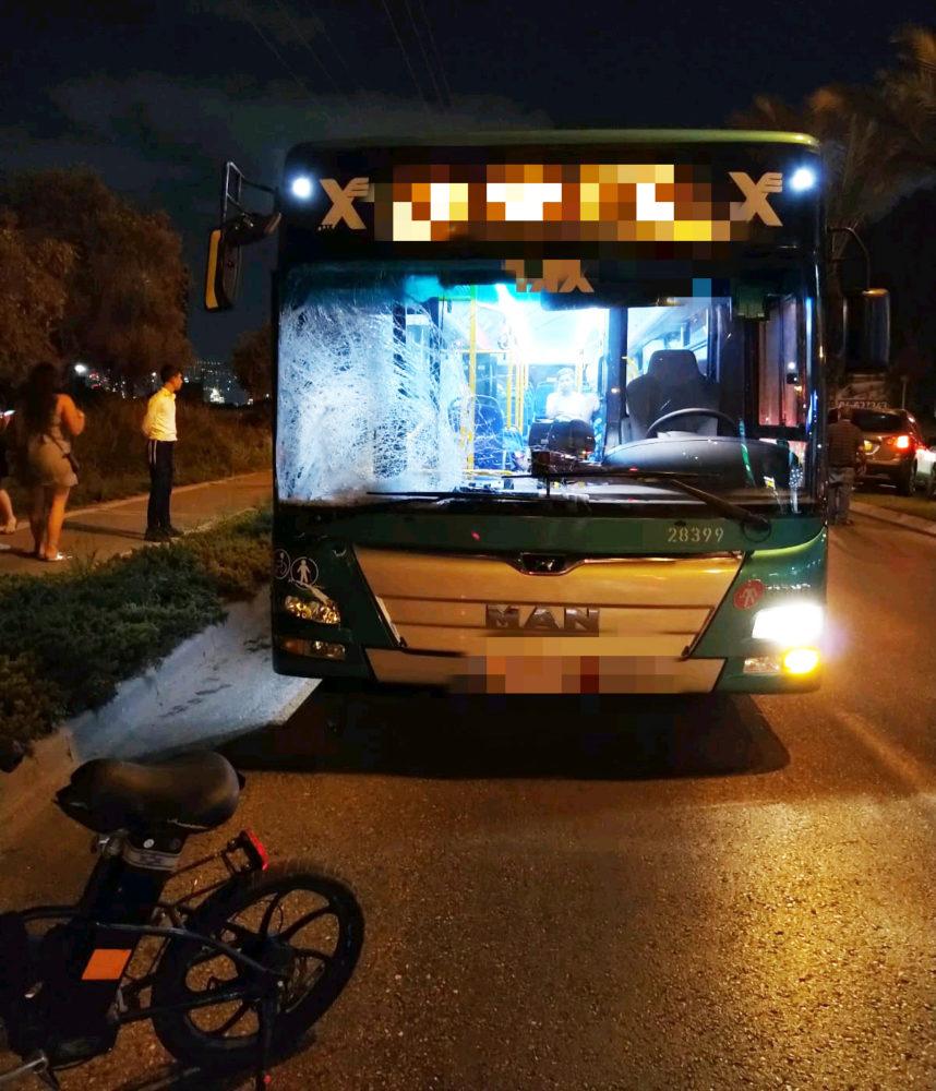 הולך רגל כבן 40 נהרג כתוצאה מפגיעת אוטובוס של אגד בקרית אתא (צילום: איחוד הצלה כרמל)