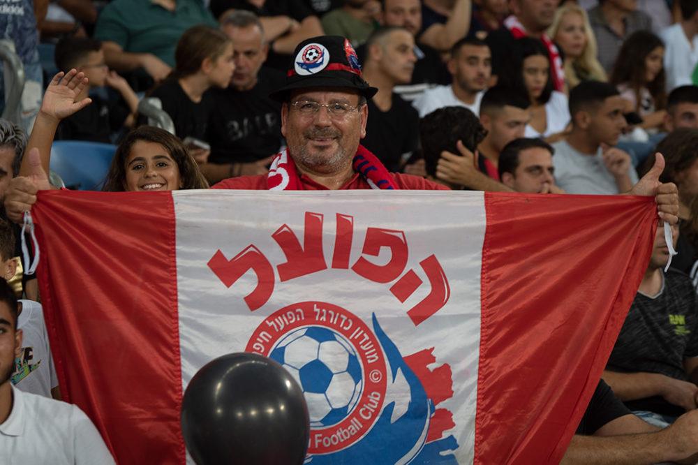 אוהד הפועל חיפה - כדורגל (צילום: ירון כרמי)