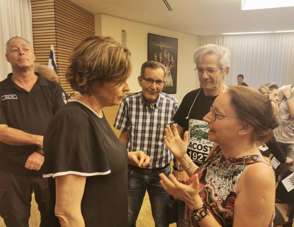 מפגש תושבים עם ראש העיר בנושא חזירי הבר (צילום: סמר עודה כרנתינג'י)