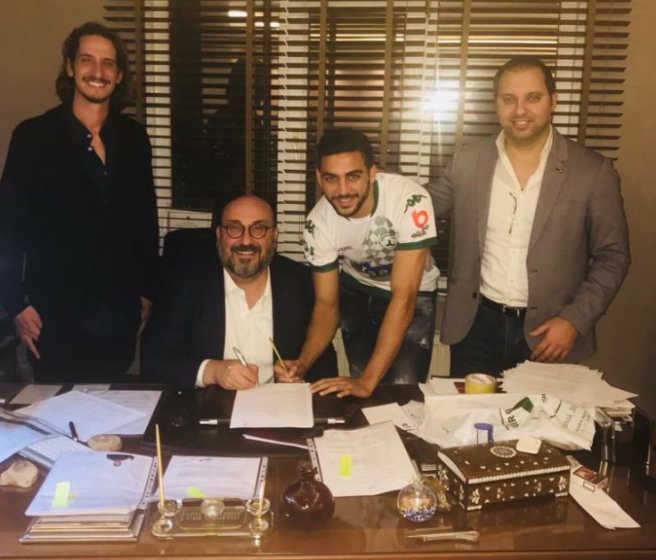 ג'ובראן ואחמד עאבד במעמד החתימה בקבוצה הטורקית (צילום: אלבום אישי)