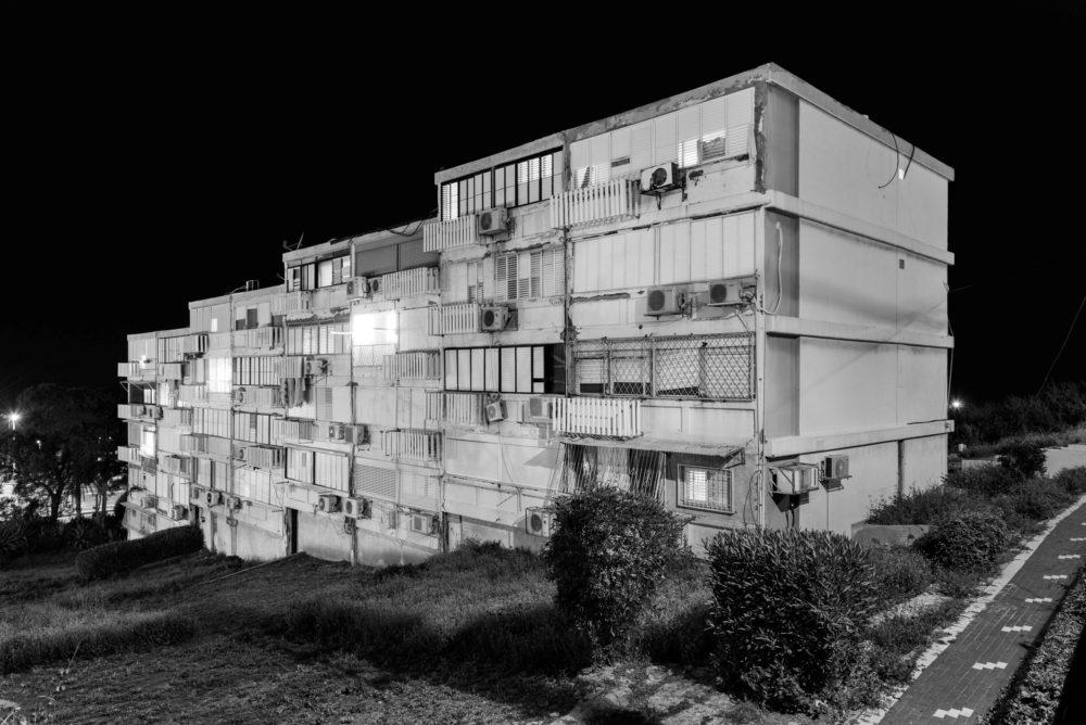 סיור בעקבות התערוכה מסיבת הרס- משיכון למגדל, נוף שיכונים ונוף, מוזיאון העיר (צילום: אלי סינגלובסקי)