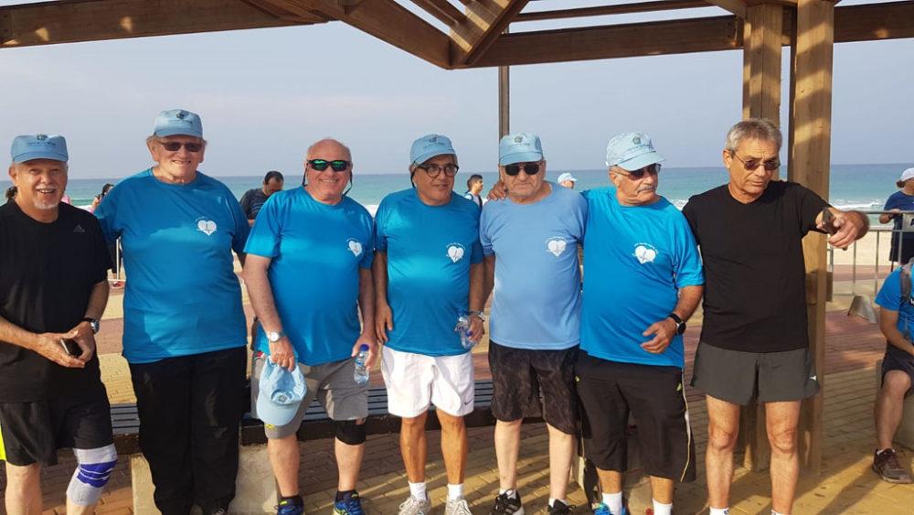 הצוות הרפואי של מחלקת שיקום לב בבית החולים בני ציון • יום ההליכה הבינלאומי בטיילת חוף הים בחיפה (צילום: מאיה שפירר-אבני)