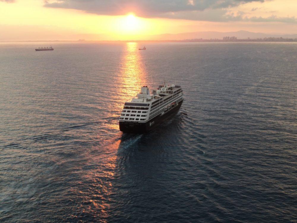 ספינת טיולים במפרץ חיפה בזריחה (צילום אוויר - מרום בן אריה - 054-869-4777)