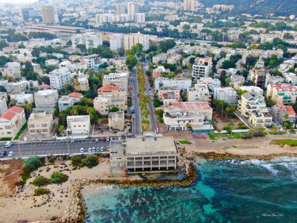 שדרות בת גלים, הקזינו וטיילת בת גלים בחיפה ממעוף הרחפן (צילום אוויר - מרום בן אריה - 054-869-4777)