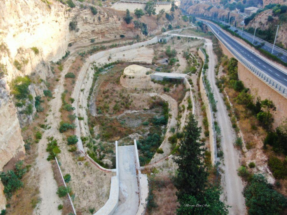 מאגר מים - נחל הגיבורים בחיפה - הפארק הנטוש (צילום: מרום בן אריה - צילומי אוויר 054-869-4777)