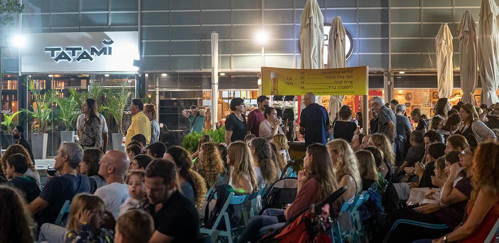 הקרנת סרטים ברחבת האודיטוריום - חינם - לקהל הרחב - פסטיבל הסרטים ה-35 בחיפה - ערב הפתיחה (צילום: ירון כרמי)