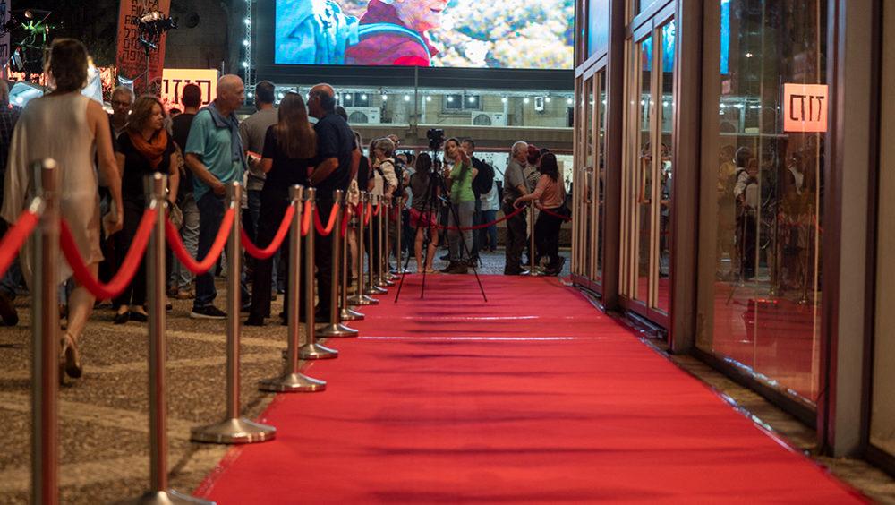 השטיח האדום ממתין ליוצרים - פסטיבל הסרטים ה-35 בחיפה - ערב הפתיחה (צילום: ירון כרמי)