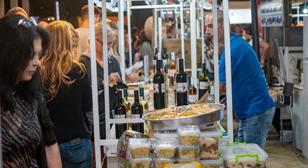 דוכני מזון ומשקאות שנפתחו מול האודיטוריום - פסטיבל הסרטים ה-35 בחיפה - ערב הפתיחה (צילום: ירון כרמי)