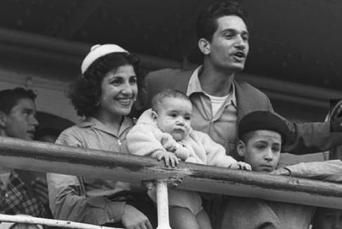 פריץ כהן עולים חדשים ממרוקו בנמל חיפה 1954 (צילום: אוסף התצלומים הלאומי)