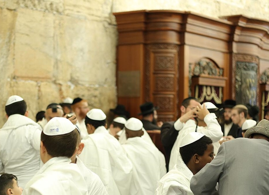 ישמח חתני - חמישים בני-נוער תושבי חיפה חגגו בר מצווה (צילום: דוברות עיריית חיפה)